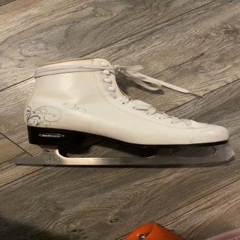 bladerunner size 7 ice skates