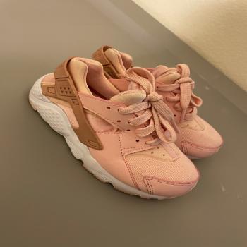 kid's Nike Shoe size 11