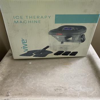 Ice therapy machine