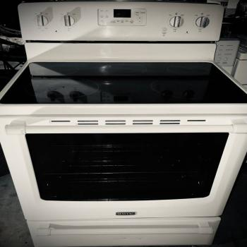 Maytag Electric Glass Stove