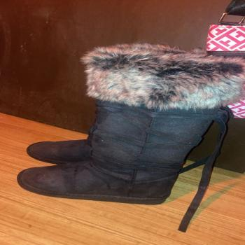 im selling winter fuzzy boots